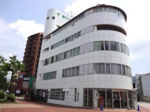1階にコインランドリー、2階に病院を併設